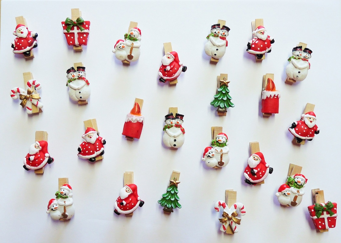.. 24 Stück Weihnachtsklammer Tanne Schneemann Weihnachtsmann Klammer