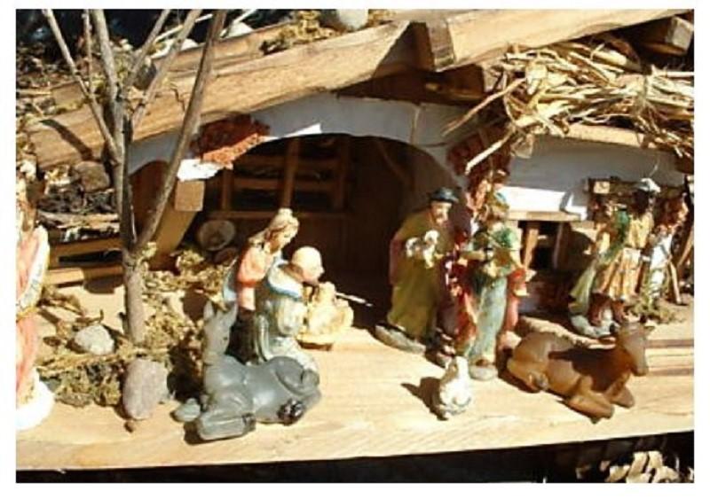 .. Krippenset Holzhaus Krippe 30cm und 11 Krippenfiguren